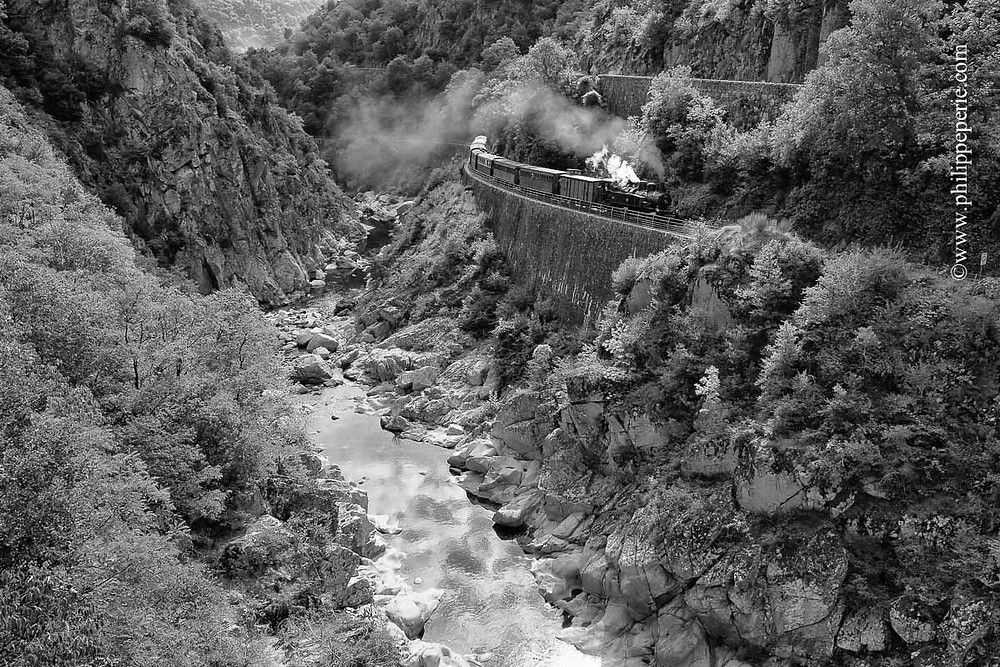 Philippe Périé, le train du Mastrou en bordure de la Vallée du Rhône