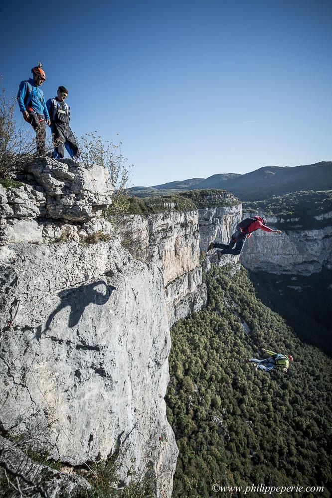 AGJean-Philippe GADY et Rodolphe CASSAN s'élancent en basejump depuis le Pilier du Souvenir