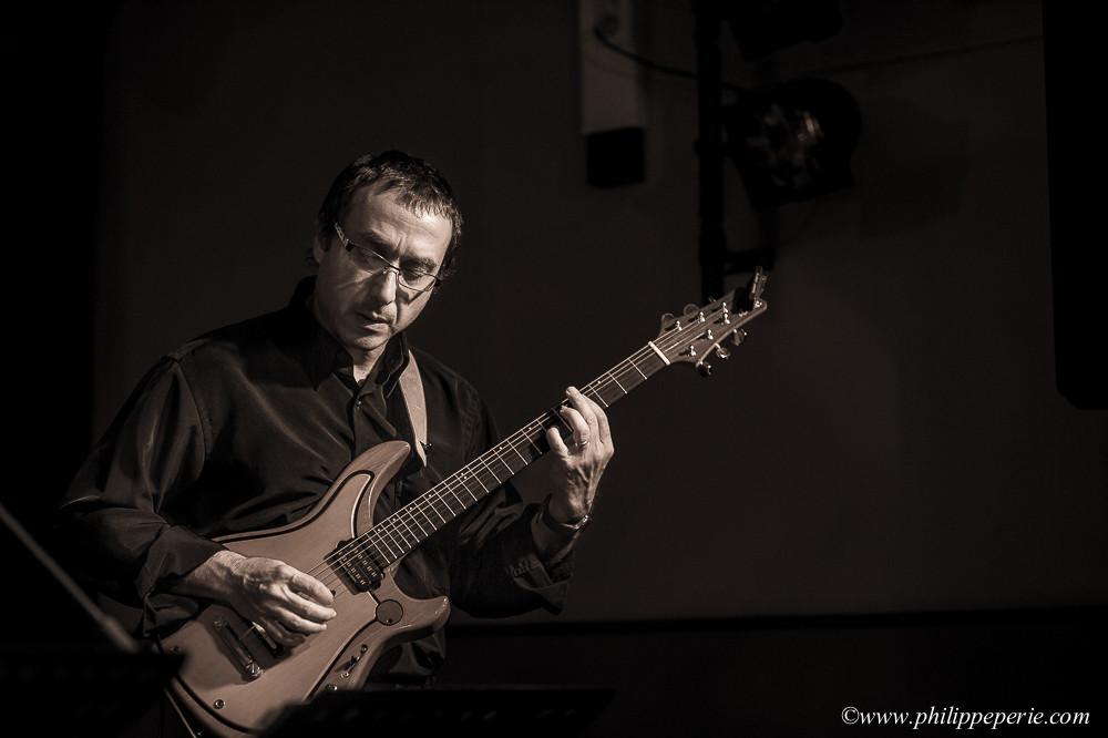 Frédéric Favarel à la guitare