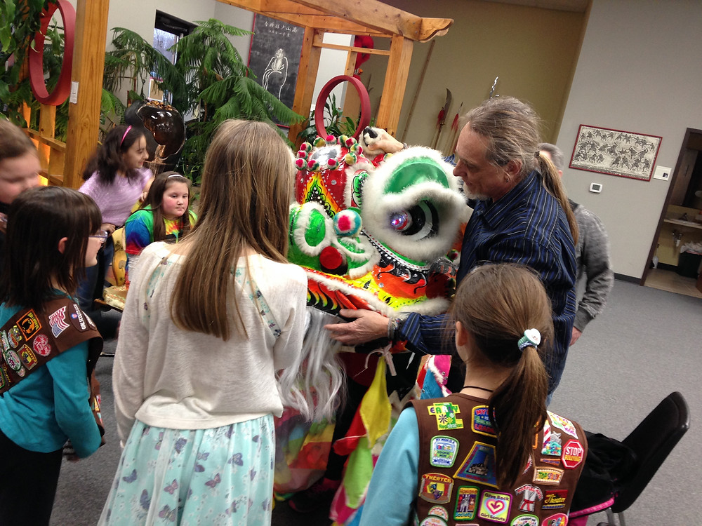 Brownie Troop learns about lion dancing