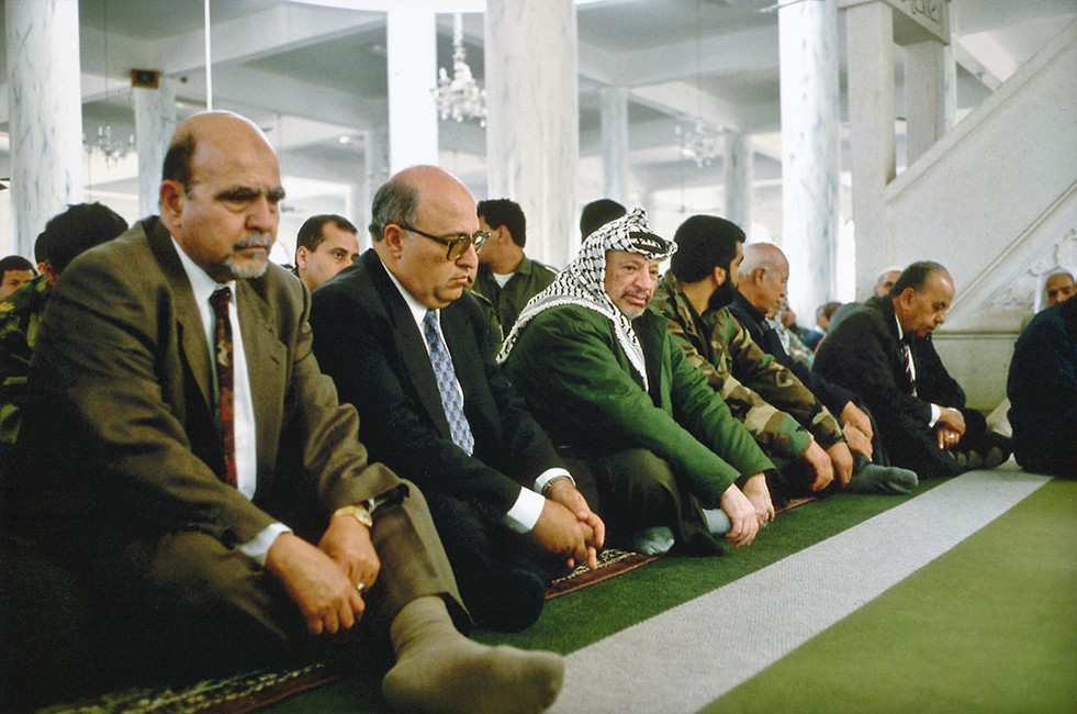Gaza- Stadt Jassir Arafat  mit Kabinett beim Freitagsgebet 1994
