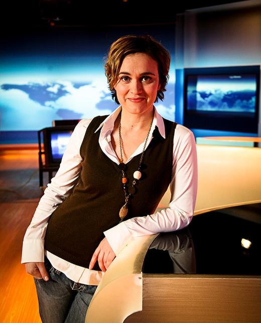 Caren Miosga beim NDR Hamburg im Studio Tagestemen