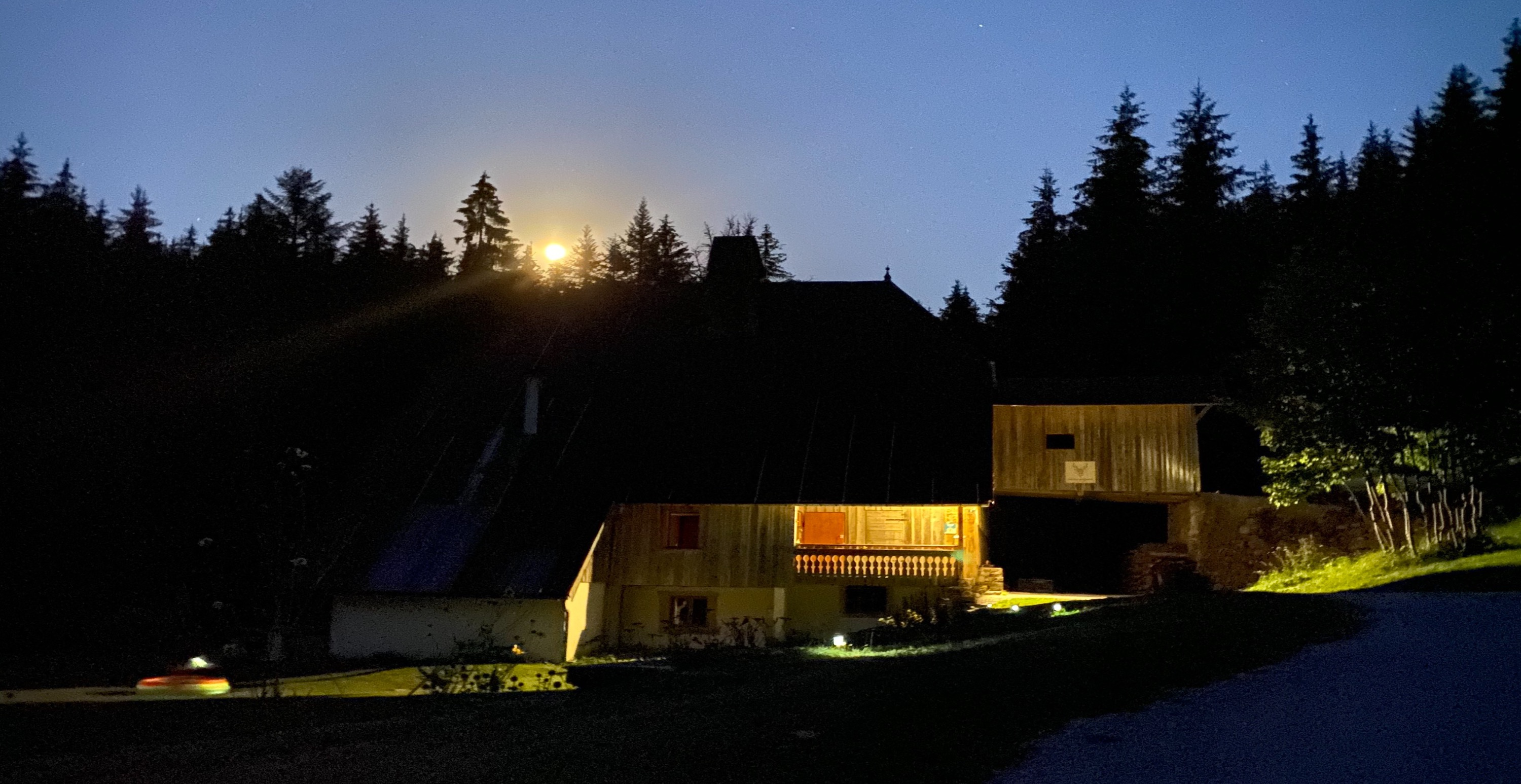 La ferme du Theverot by night