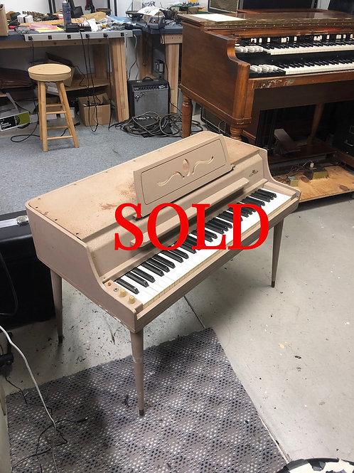 Wurlitzer 140B Electric Piano
