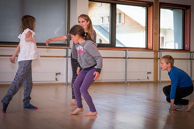 atelier danse groupe moyens (2) YA .jpg