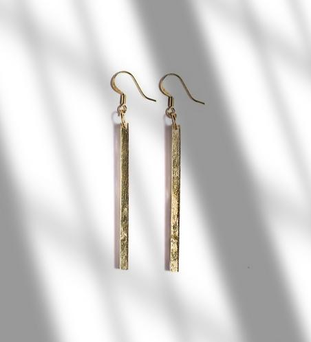 Les Petits Bisous  Golden bar earrings