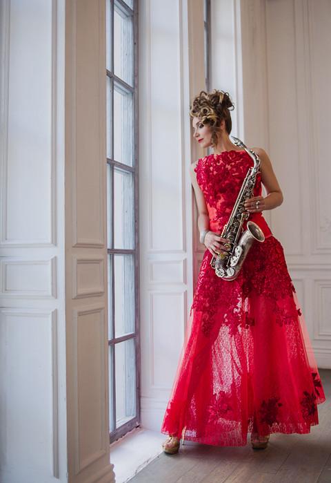 промо фото саксофонистка