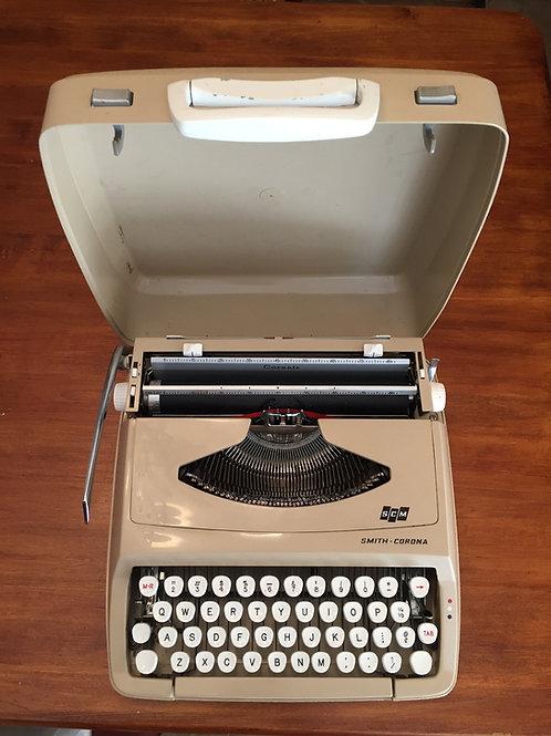 Smith Corona Corsair Vintage Manual Typewriter