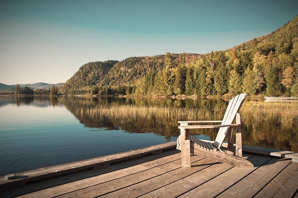 Pourvoirie Damville région lac Saint Jean au Québec, pour vivre au bord du lac, dans un chalet luxueux avec un espace bien être, sauna, bain norvégien, gastronomie