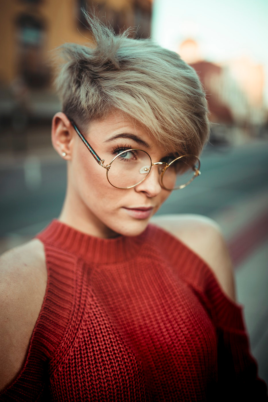 Round Glasses - Evergreen Trend That is Slowly Making a Comeback Femie Magazine