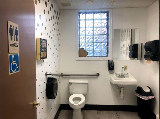 bathroom.JPG (1)