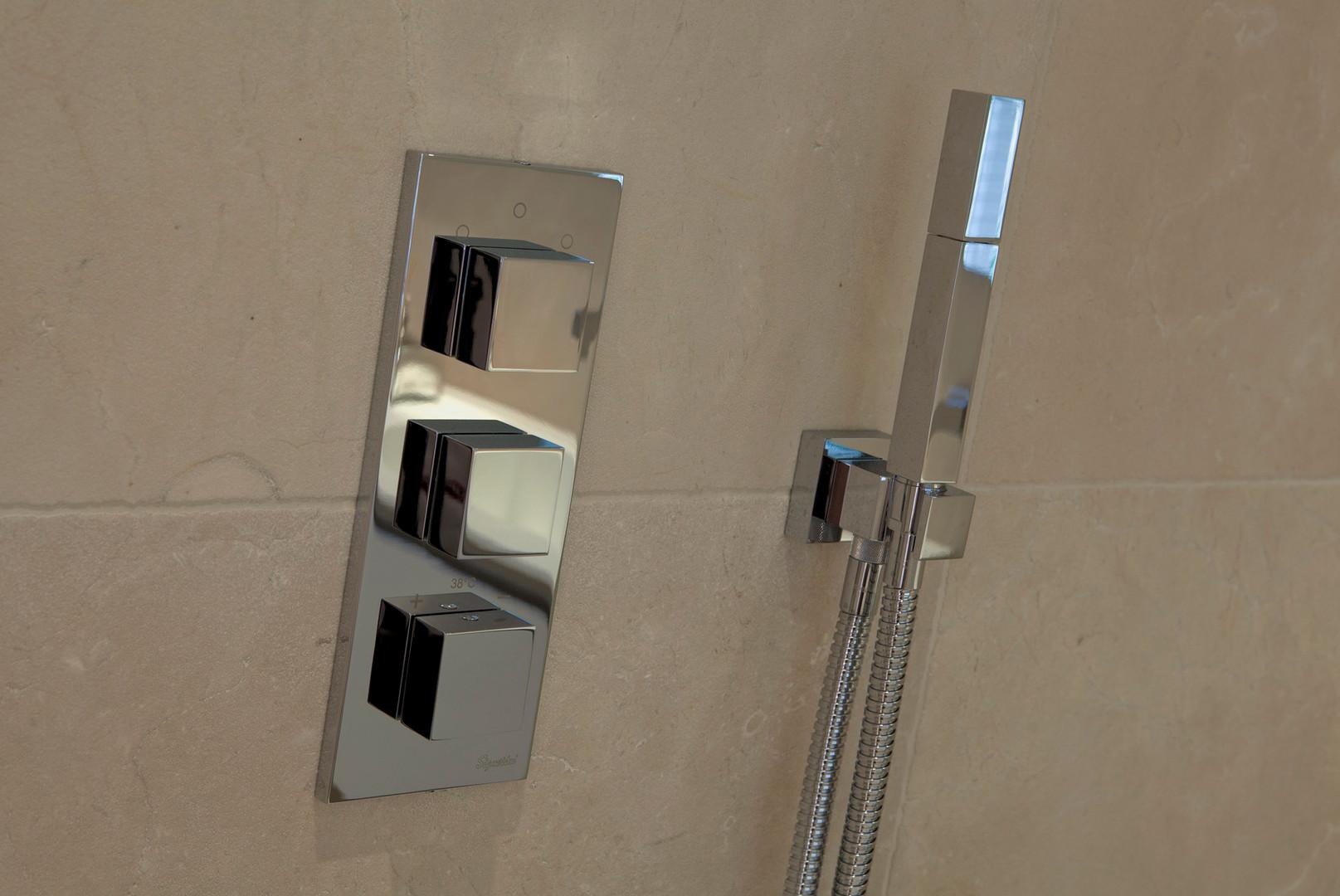 Shower_taps_2448_54.jpg