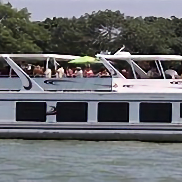 "Chautauqua Lake Wawasee  ""Did You know"" Fall Lillypad Cruise"