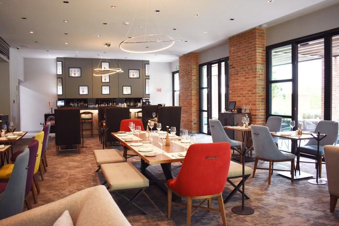Hotel Restaurant 1.jpg