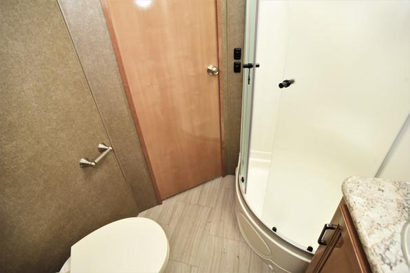 Quantum LF31, bathroom