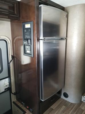 Thor Quantum WS31 full size fridge.jpg