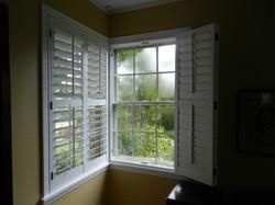 wood 2 panel bi-fold corner