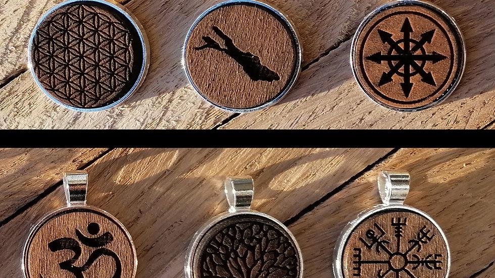 Ketten mit dunkelem  Holz Inlays