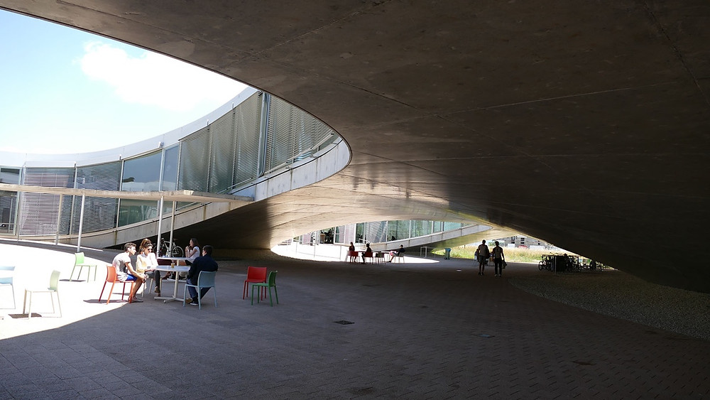 Ansiedlungszahlen Schweiz 2017: Rolex Learning Center auf dem Geländer der EPFL