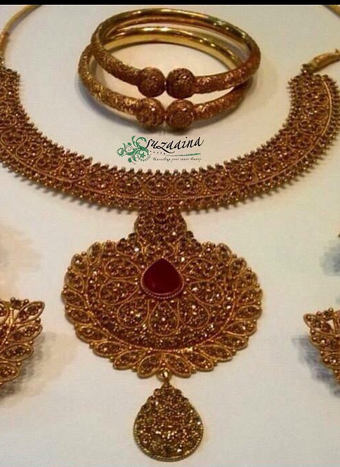 Mahnoor Gold plated Handcrafted Bridal Set.