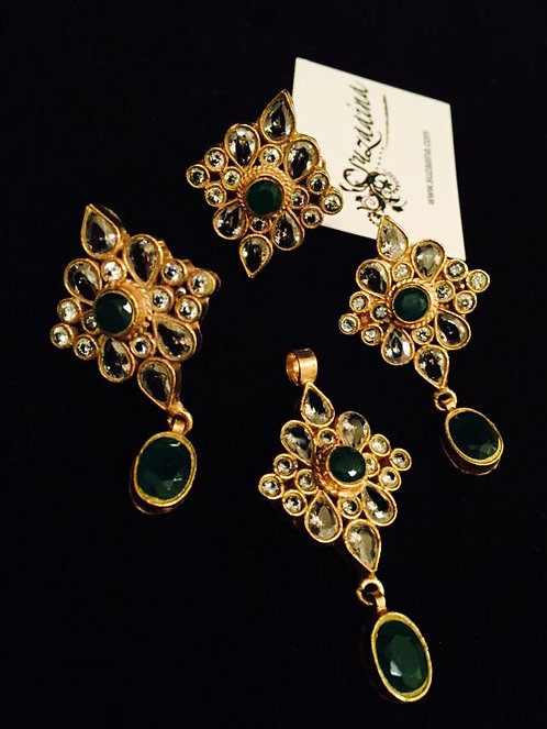 Tukrhi Jurhao 24k Gold plated Kundan & emerald 4 pieces Pendent Set
