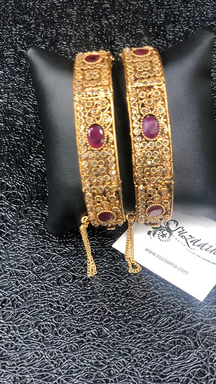 Saiqa 22k Gold plated Handcrafted Bangle.