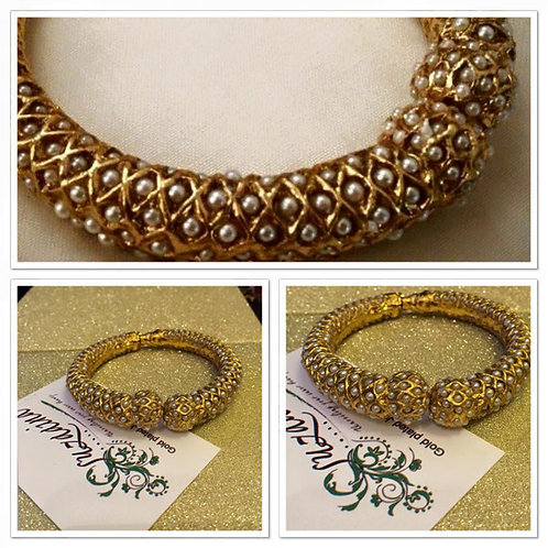 Pearly 22k Gold plated pearl studded baye (Single)