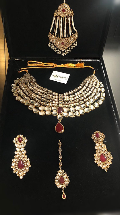 Aleena Gold plated Handcraftet Ghutka Kundan Bridal Set.