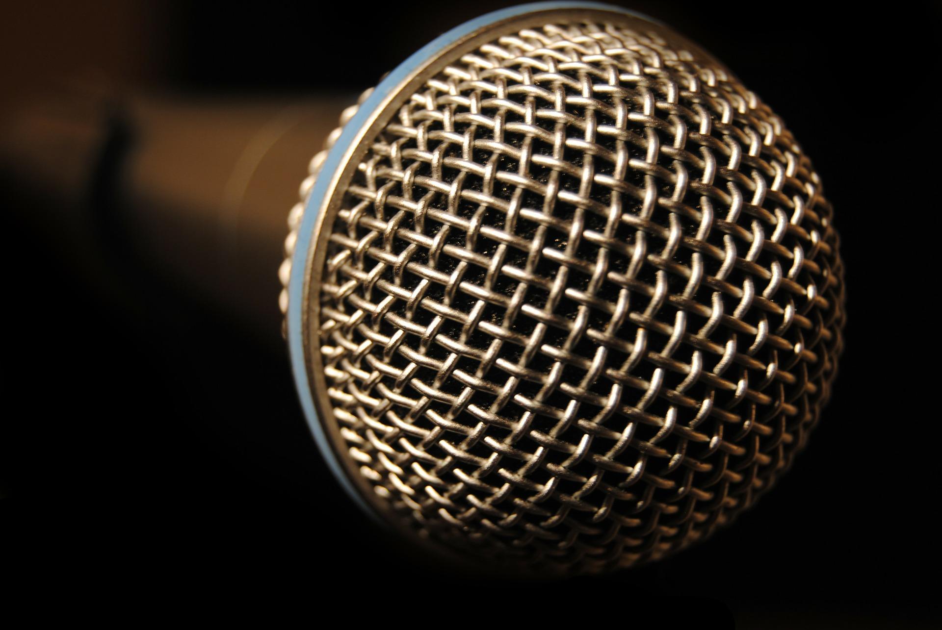 microphone-233717_1920.jpg