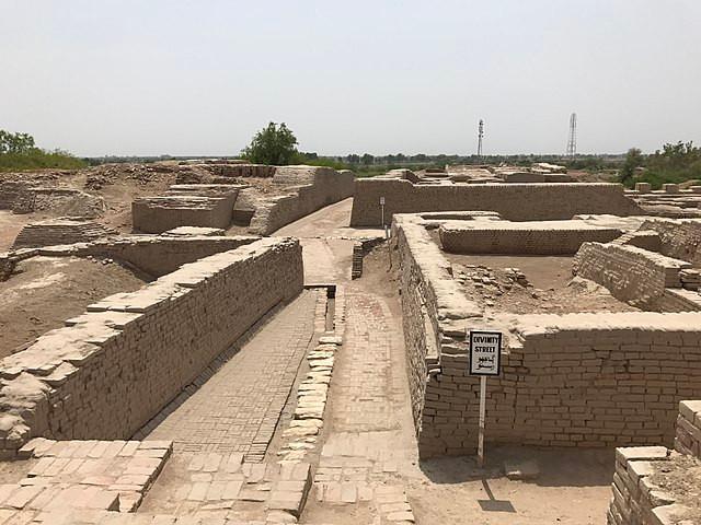 Mohenjodaro-roads