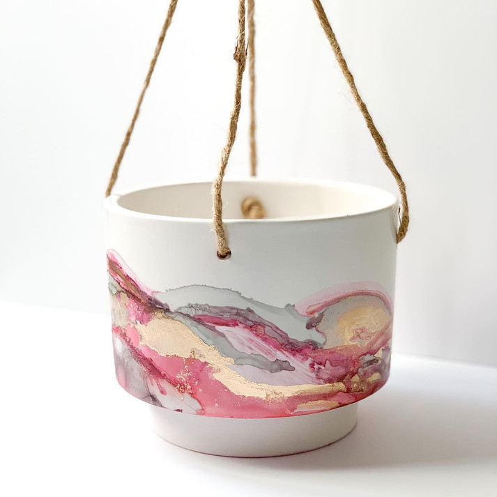 Hanging Pot in 'Rose Quartz'