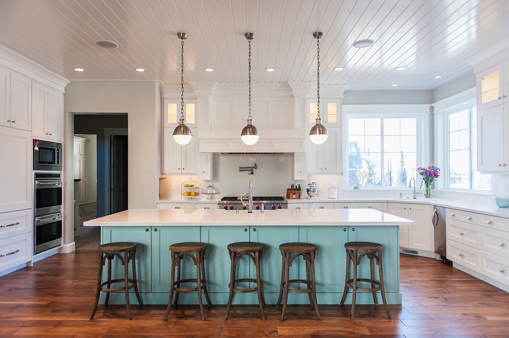 Kitchen with layout symmetry