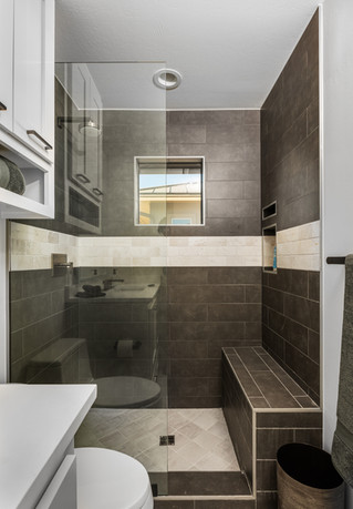 Black and white shower marble uptown antricite