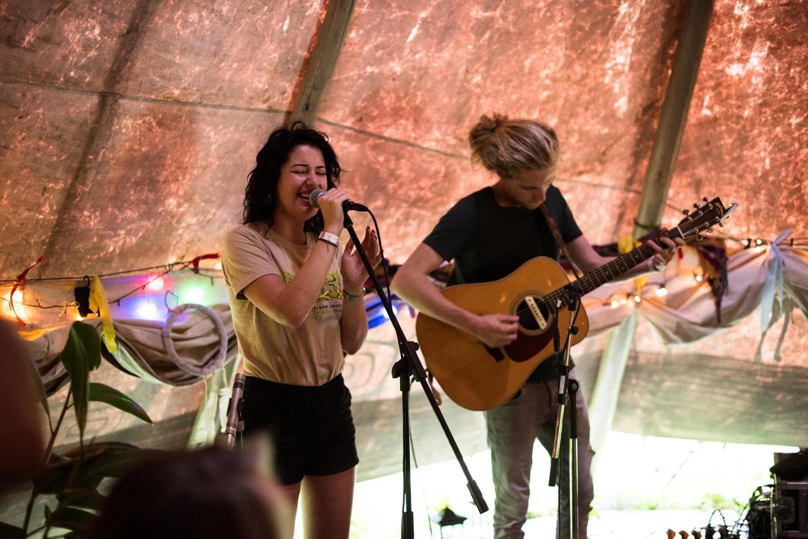Mariëlle_Flens_performing_in_the_Tipi.j