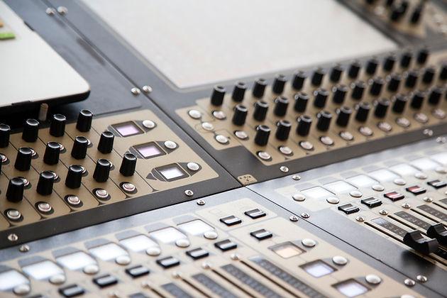 Sonorisation - Mixage dans les espaces réverbérant - www.Avte.be