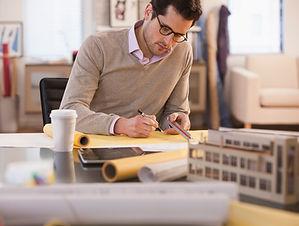 Architekt při práci