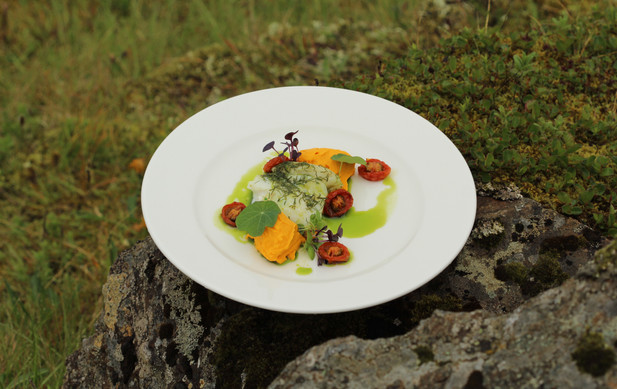 Iceland - Mosfellsbaer Golf - Golfklúbbur Mosfellsbæjar - Iceland - BLIK BISTRO Bistro&Grill -Restaurant view Mountains food