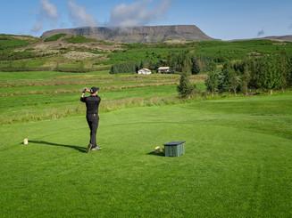 Iceland - Mosfellsbaer Golf - Golfklúbbur Mosfellsbæjar - Bakkakot - 6th tee - golfer