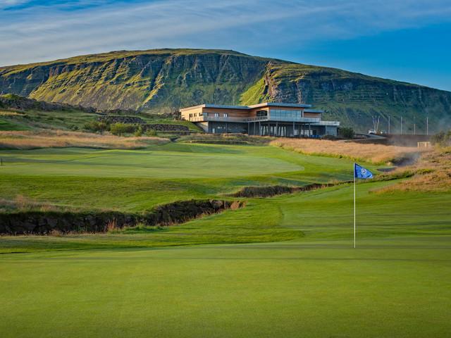 Iceland - Mosfellsbaer Golf - Golfklúbbur Mosfellsbæjar - Hlidavollur - Hlíðavöllur - 10th hole - clubhouse view