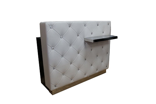 White Desk Showroom pc