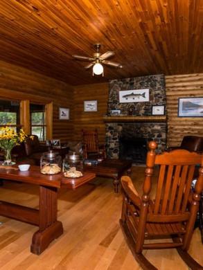 lodge_family_room-768x512.jpg
