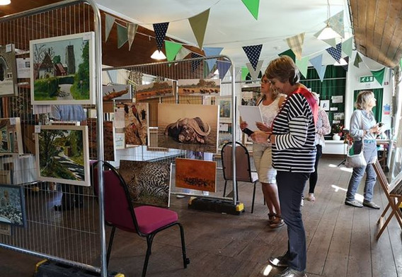 The Art & Photographic Exhibition looked fantastic and Ros's bunting was great too!