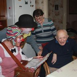 Petite visite chez Simone et Geogeo, un enjoué de 96 ans ! La la la , mine de rien, la voilà qui rev