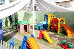 Galileo_Kids_Londrina_Escola_amplo_parque_gramado_e_arborizado,_com_brinquedos_modulares_seguros_e_p