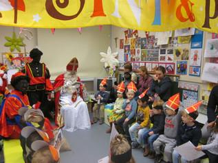 Sinterklaas op bezoek in de kleuterklassen