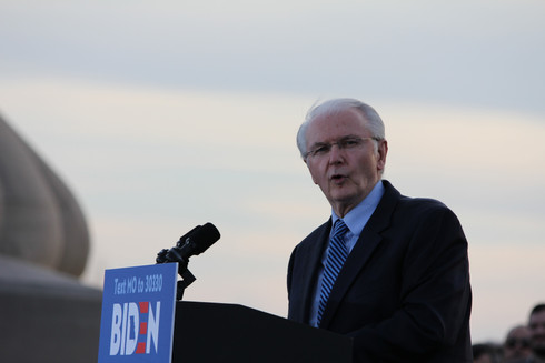 Missouri Gov. Bob Holden gives a short speech commending 2020 presidential candidate Joe Biden at a rally, taking place just a few days before Missouri's primary day. Photo by Ben Henschel.