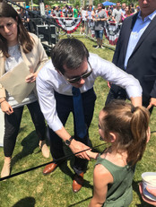 2020 candidate Pete Buttigieg greets a young girl, asking her how her day has been. Photo by Ben Henschel.