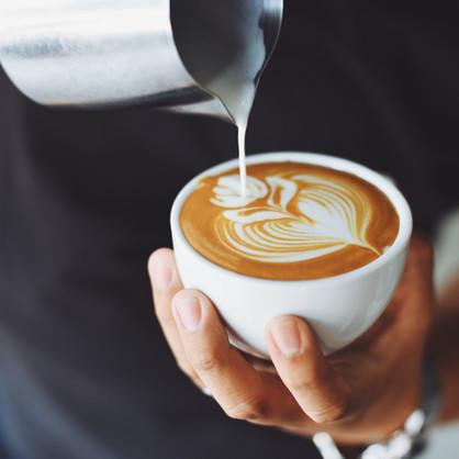 verführerisch duftende Kaffeespezialitäten im Erdgeschoß