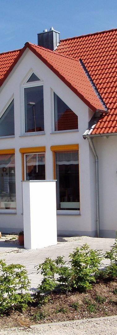 house-66627_1920.jpg