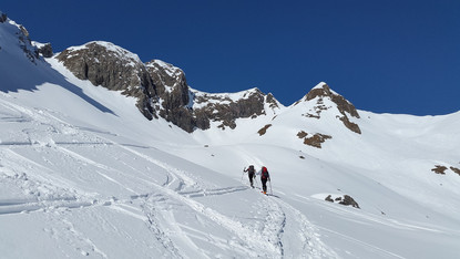 backcountry-skiiing-672404_1920.jpg